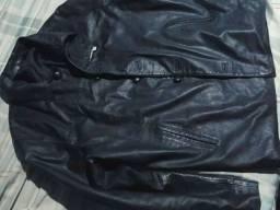 Jaca de couro Legítimo foi customizada bem direitinho no detalhe