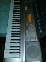 Vendo teclado semi novo ou tróco em augo.do meu intereçe