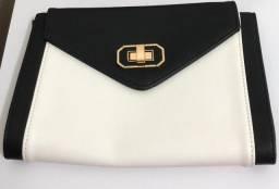 Bolsa de mão com detalhes em Branco e Preto