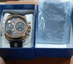 Relógio Cagarny fundo preto original