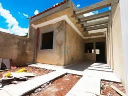 Linda casa à venda, com 3 quartos em ótima localização no bairro Sitio Cercado, próximo ao