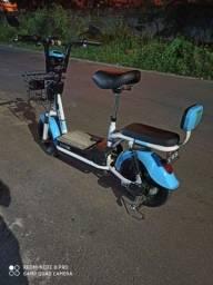 Bicicleta elétrica com autonomia de 50 a 60 KM e carregado na tomada.