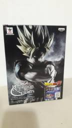 Action figure goku ssj resolution of soldiers