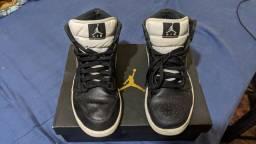 Nike Air Jordan 1 Mid preto / branco 41