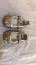 Lotinho de sapatos de bebê