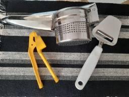 Kit Utensílios de Cozinha (espremedor de batata, de alho e cortador de queijo)