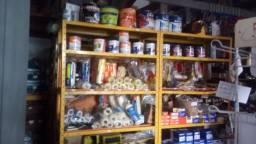 Vende se uma loja de material de construção