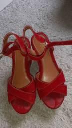 Sapato vermelho calça 35