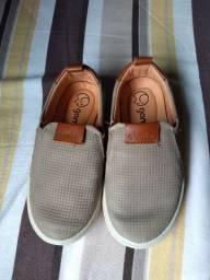 Tênis e sapatos de criança