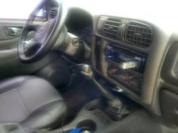 Vendo s10 kitada e reformada carro de mulher bem conservado - 2006