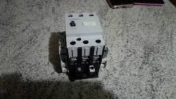 Contatora Siemens 220V/55A seminova