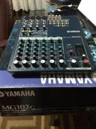 Console de mixagem MG102C