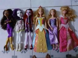 Bonecas variadas