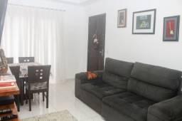 A venda confortável apartamento no Bairro Floresta