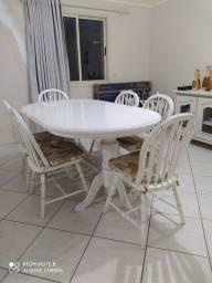 Mesa de jantar e balcão de apoio