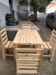 Conjunto de 1 mesa com 4 cadeiras
