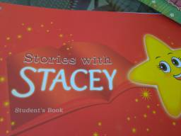 Livro inglês infantil STORIES WITH STACEY red