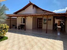 Excelente casa em Várzea da Palma - MG