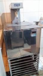 Vende-se Freezers e Máquina de Fabricar Picolés e Massas