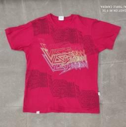 Camiseta vermelha estampada