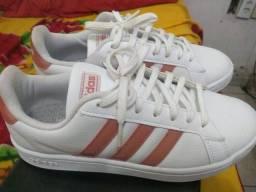 Tênis casual Adidas original usei uma vez número 36