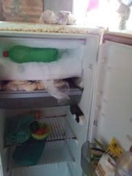 Vendo geladeira ela ta pegando normal só trocar a borracha da tampa