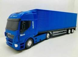 Miniatura caminhão baú
