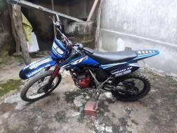 moto de trilha XR 200