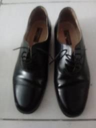 Sapato n 44 touroflex vendo 50.00 reais.