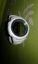 Relógio Para Corrida Gonew Energy 2 - Branco com o fundo preto