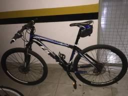 Mountain Bike com pedal e sapatilha shimano