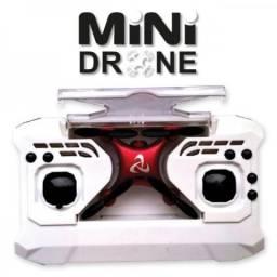 Mini Drone Quadricóptero HC 616 Luz de Led com Controle Remoto Estojo