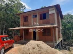 Casa com 3 quartos, sendo 2 suítes, em Teresópolis