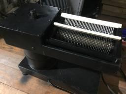 Máquina de bater bife