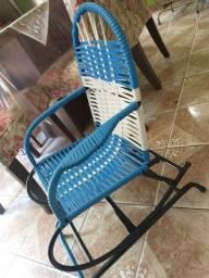 Cadeira de balanço infantil semi-nova