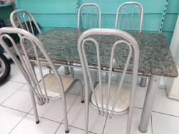 Mesa Mármore com Cadeiras