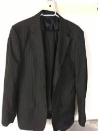 Vende-se esse terno com a calça tamanho 50