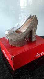 Sapato feminino.