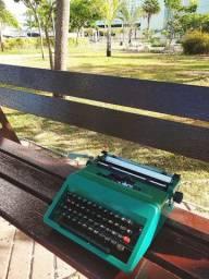Modelo com teclado rapido e preciso Maquina de escrever antiga - antiguidade