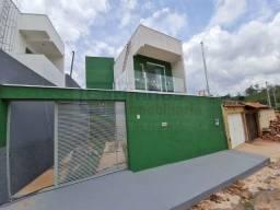 Casa duplex á venda com documentação inclusa e 2 dormitórios em Mateus Leme