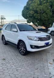 Toyota Hilux SW4 - 05 Lugares (Novíssima)