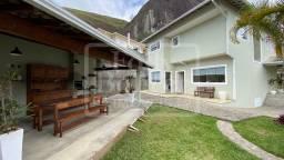 Casa no Vale dos Pinheiros com 3 quartos, área de lazer, 460,00 m² de terreno.