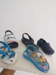 Lotinho de sandalia, bota e sapatinho