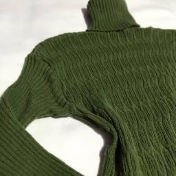 Básica de lã com gola