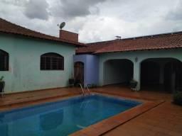 Casa de 3 dormitórios com piscina - Tangará