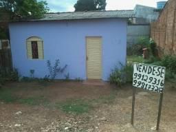 Vendo casa com 4 peças na região do cpa
