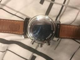 0cd2f632e7a Relógio Fossil com pulseira de couro