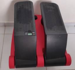 Aparelho de musculação, simulador de subida de escadas.