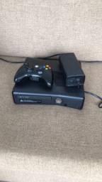 XBox 360 slim Destravado com 2 manetes e 3 jogos