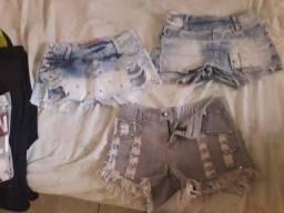 Roupas usadas shorts e calça e blusas